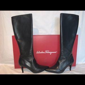 Ferragamo boots in black leather- size 7